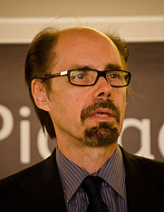 Author photo. Jeffery Deaver. Photo by Garry Knight.