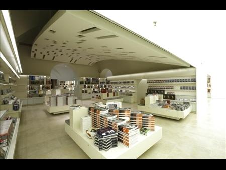 Libreria arion palazzo delle esposizioni in roma for Palazzo delle esposizioni rome italy