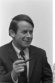 Author photo. Photo by Lothar Schaack. (Deutsches Bundesarchiv  B 145 Bild-F030757-0015)