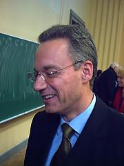 Author photo. Wikipedia, Martion Doerry, Stellvertretender Chefredakteur des Nachrichtenmagazins 'Der Spiegel', beim Tübinger Symposium