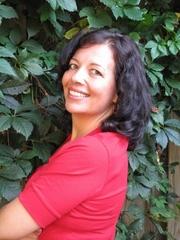 Author photo. Anne McDermid & Associates Ltd.