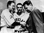 Author photo. Joe Cronin, Lou Boudreau (center) and Babe Ruth, 1947: Image © <a href=&quot;http://www.bildarchiv.at/&quot;>ÖNB/Wien</a>