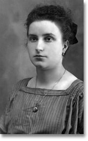 Author photo. Maria Valtorta at age 25, 1922.