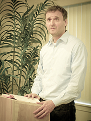 Author photo. By Louise Palanker - Flickr: Women Who Write May 2011 with Phil Rosenthal, CC BY-SA 2.0, <a href=&quot;https://commons.wikimedia.org/w/index.php?curid=20038680&quot; rel=&quot;nofollow&quot; target=&quot;_top&quot;>https://commons.wikimedia.org/w/index.php?curid=20038680</a>