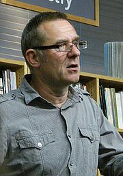 "Author photo. <a href=""http://reading.kingrat.biz/"" rel=""nofollow"" target=""_top"">Philip Weiss</a>"