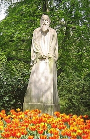 Author photo. Statue of Primož Trubar, Ljubljana.  Photo by user Sl-Ziga / Wikimedia Commons.