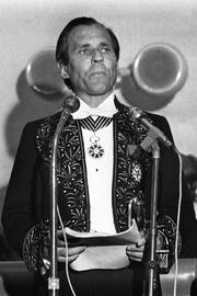 Author photo. Jean d'Ormesson le 18 octobre 1973 lors de sa réception à l'Académie française, succédant à Jules Romains, mort en 1972, et occupant le fauteuil 12.