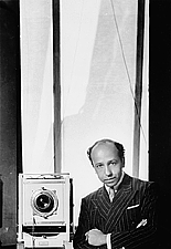 Author photo. Yousuf Karsh (1908-2002), self-portrait, 1938, Ottawa, Ont. (Yousuf Karsh / Library and Archives Canada / PA-212511)