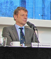 Author photo. Wolfgang Donsbach (2013) / By Dontworry (Own work) [CC BY-SA 3.0], via Wikimedia Commons