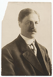 Author photo. Haeseler (Firm: Philadelphia, Pa.).  From the <a href=&quot;http://photography.si.edu/SearchImage.aspx?id=5458 &quot;>Smithsonian Institution, Archives of American Art</a>, Macbeth Gallery records.