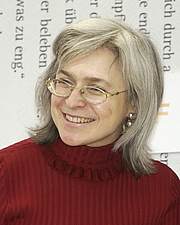 """Author photo. Anna Politkovskaya talking with Christhard Läpple. By Blaues Sofa - Flickr: Anna Politkovskaja im Gespräch mit Christhard Läpple, CC BY 2.0, <a href=""""https://commons.wikimedia.org/w/index.php?curid=20526352"""" rel=""""nofollow"""" target=""""_top"""">https://commons.wikimedia.org/w/index.php?curid=20526352</a>"""