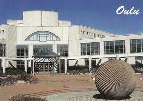 Oulun yliopiston kirjaston sisäänkäynti.