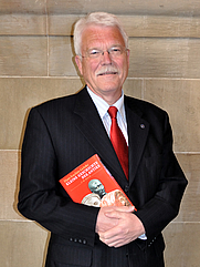 Author photo. By Wikipedia user: DerHexer