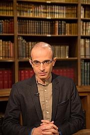 Author photo. Yuval Noah Harari le 15 septembre 2017 lors de l'émission littéraire 'La Bibliothèque Médicis' sur la chaîne TV 'Public Sénat' à l'occasion de la parution de 'Homo deux. Une brève histoire de l'avenir' (Albin Michel)