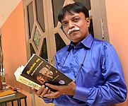 Author photo. TIRUCHI: TAMILNADU: 15/08/2016 : For Metro Plus: Educationist and writer Era. Natarasan (R. Natarajan) seen during a visit to Jamal Mohamed College in Tiruchi on August 15, 2016. By Imrankhan.m - Own work, CC BY-SA 4.0, <a href=&quot;https://commons.wikimedia.org/w/index.php?curid=57000034&quot; rel=&quot;nofollow&quot; target=&quot;_top&quot;>https://commons.wikimedia.org/w/index.php?curid=57000034</a>