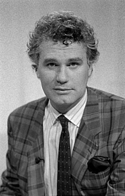 Author photo. Adriaan van Dis in 1983 [credit: VPRO via Wikipedia]
