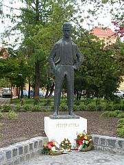 Author photo. Statue of Attila József, Szeged, Hungary.  Photo by user Váradi Zsolt / Wikimedia Commons.