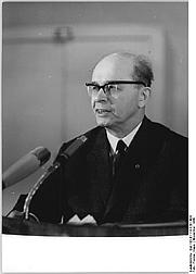 Author photo. Photo by Klaus Franke (Deutsches Bundesarchiv Bild 183-E1114-0201-004)