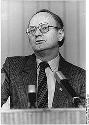 Author photo. Bundesarchiv, Bild 183-1987-1124-026 / Mittelstädt, Rainer / CC-BY-SA