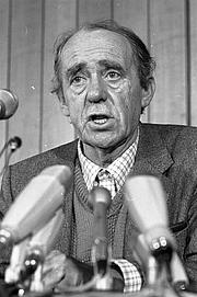 Author photo. Photo by Harald Hoffmann, 1981. (Deutsches Bundesarchiv Bild  B 145 Bild-F062164-0004)