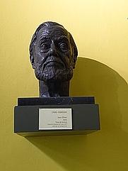 Author photo. Bust de bronze de Joan Oliver i Sallarès, fet per l'escultor Camil Fàbregas, el 2003