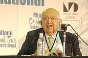 Author photo. El escritor colombiano Plinio Apuleyo Mendoza en la Feria Internacional del Libro de Miami 2011 by Rodrigo Fernández