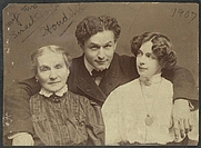 Author photo. Houdini with his wife and mother: Library of Congress Rare Book and Special Collections Division, McManus-Young Collection (REPRODUCTION NUMBER:  LC-USZ62-112416)