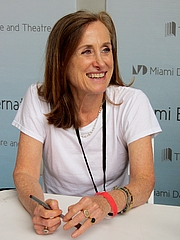 """Author photo. By Rodrigo Fernández - Own work, CC BY-SA 4.0, <a href=""""https://commons.wikimedia.org/w/index.php?curid=37798835"""" rel=""""nofollow"""" target=""""_top"""">https://commons.wikimedia.org/w/index.php?curid=37798835</a>"""