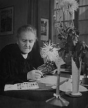 Author photo. Lisa Wenger etwa 1938