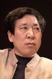 Author photo. L'auteur Yan Lianke au Salon du livre de Paris lors du débat Briser les conventions littéraires.