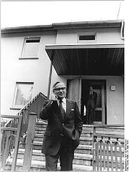 Author photo. Günter Gaus, photographed by Peter Koard. Photo from the Bundesarchiv, 1976. Source: http://commons.wikimedia.org/wiki/File:Bundesarchiv_Bild_183-N0619-0301,_Berlin-Niedersch%C3%B6nhausen,_G%C3%BCnter_Gaus_vor_Wohnhaus.jpg