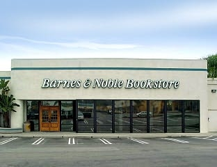 Over on The Passive Voice, I found a link to a LJ community where Barnes &  Noble employees anonymously discuss their work lives. I've been reading  through a ...