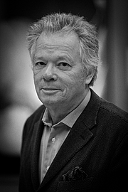 Author photo. Gilles Pudlowski, né le 15 novembre 1950 à Metz en Moselle, est un journaliste, écrivain, critique littéraire et critique gastronomique français. By Claude Truong-Ngoc / Wikimedia Commons - cc-by-sa-3.0, CC BY-SA 3.0, <a href=&quot;//commons.wikimedia.org/w/index.php?curid=48380474&quot; rel=&quot;nofollow&quot; target=&quot;_top&quot;>https://commons.wikimedia.org/w/index.php?curid=48380474</a>