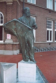 Author photo. Statue of Winkler Prins, photographed by Roepers