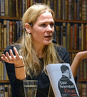 "Author photo. By Frankie Fouganthin - Own work, CC BY-SA 3.0, <a href=""https://commons.wikimedia.org/w/index.php?curid=29988483"" rel=""nofollow"" target=""_top"">https://commons.wikimedia.org/w/index.php?curid=29988483</a>"