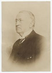 """Author photo. Photographer unknown.  From the <a href=""""http://photography.si.edu/SearchImage.aspx?id=5137"""">Smithsonian Institution, Archives of American Art</a>, Charles Scribner's Sons Art Reference Department Records, c. 1865-1957"""