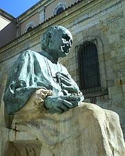 Author photo. Statue of Angel Cardinal Herrera Oria, Santander, Spain. Photo by user Zerep11 / Wikipedia