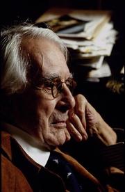 Author photo. Roger Peyrefitte le 16 janvier 1994 chez lui à Paris, France