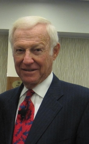 """Author photo. Harvey Mackay at the Washington Business Journal BizSmarts conference in 2011 By ShashiBellamkonda - <a href=""""//www.flickr.com/photos/drbeachvacation/6194552183/"""" rel=""""nofollow"""" target=""""_top"""">https://www.flickr.com/photos/drbeachvacation/6194552183/</a>, CC BY 2.0, <a href=""""//commons.wikimedia.org/w/index.php?curid=57255707"""" rel=""""nofollow"""" target=""""_top"""">https://commons.wikimedia.org/w/index.php?curid=57255707</a>"""
