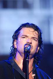 Author photo. Ricardo Arjona in concert, Miami, 2009 / Photo by Flickr user Minelia