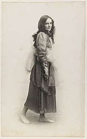Author photo. Dorothea Mackellar dressed as one of the Graces for Mrs T.H. Kelly's Italian Red Cross Day tableaux at the Palace Theatre, 20 June 1918 / Glen Broughton
