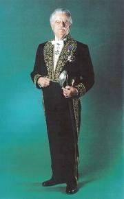 Author photo. Robert Étienne en 2000 dans son habit d'académicien (Inscriptions et Belles-Lettres)