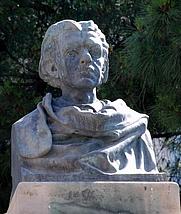 Author photo. Monument a Joaquim Maria Bartrina a la plaça de Catalunya de Reus.