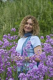 Author photo. Stephanie's own photo, on Web.