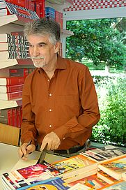 Author photo. <a href=&quot;http://www.astudillo.com/&quot;>César Astudillo</a>