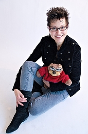 Author photo. Mitzi Szereto with Teddy Tedaloo (Photo credit Eric Schneider)
