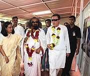 Author photo. Sri Sri Ravishankar with Francois Gautier at the inauguration of Museum By Crawford88 - Own work, CC BY-SA 4.0, <a href=&quot;//commons.wikimedia.org/w/index.php?curid=55055237&quot; rel=&quot;nofollow&quot; target=&quot;_top&quot;>https://commons.wikimedia.org/w/index.php?curid=55055237</a>