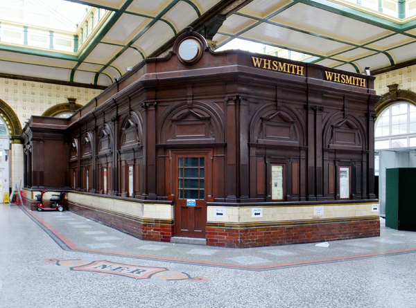 WHSmith Hull Paragon Station in Hull LibraryThing Local