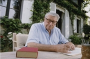 Author photo. Henri Troyat en 1994 dans sa maison de campagne