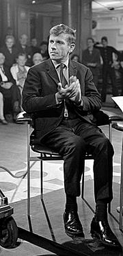 Author photo. Gerard Reve in Mies en scène, 1969 [credit: AVRO]
